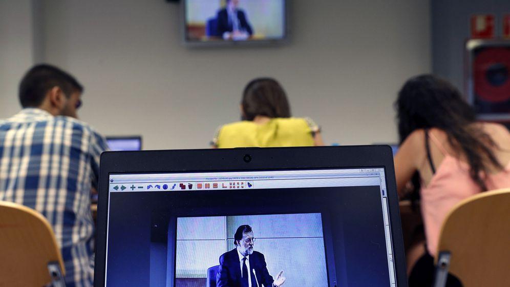 Foto: Rajoy, proyectado en la sala de prensa de la Audiencia, durante su comparecencia como testigo, este 26 de julio en San Fernando de Henares. (EFE)