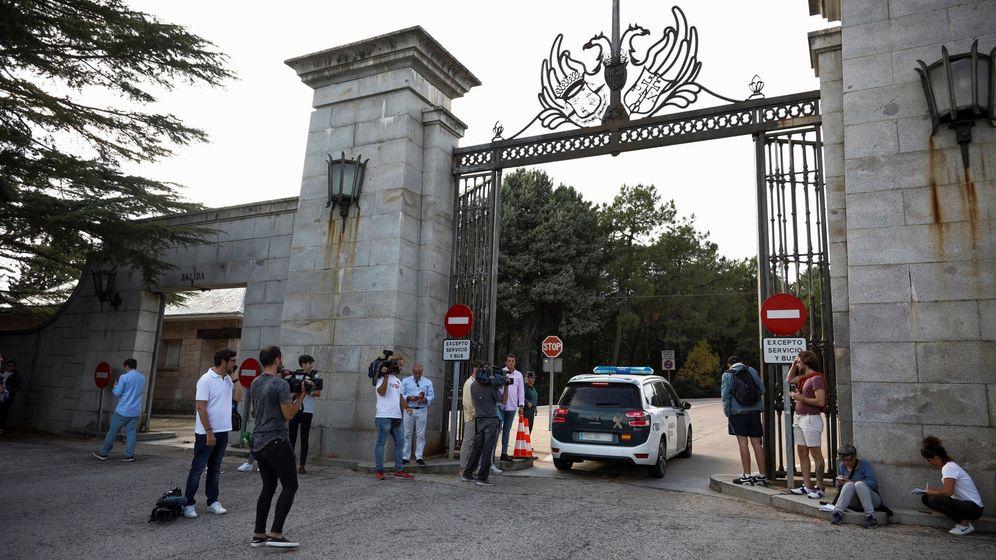 Foto: La entrada al Valle de los Caídos, ya cerrada y custodiada por la Guardia Civil. (EFE)