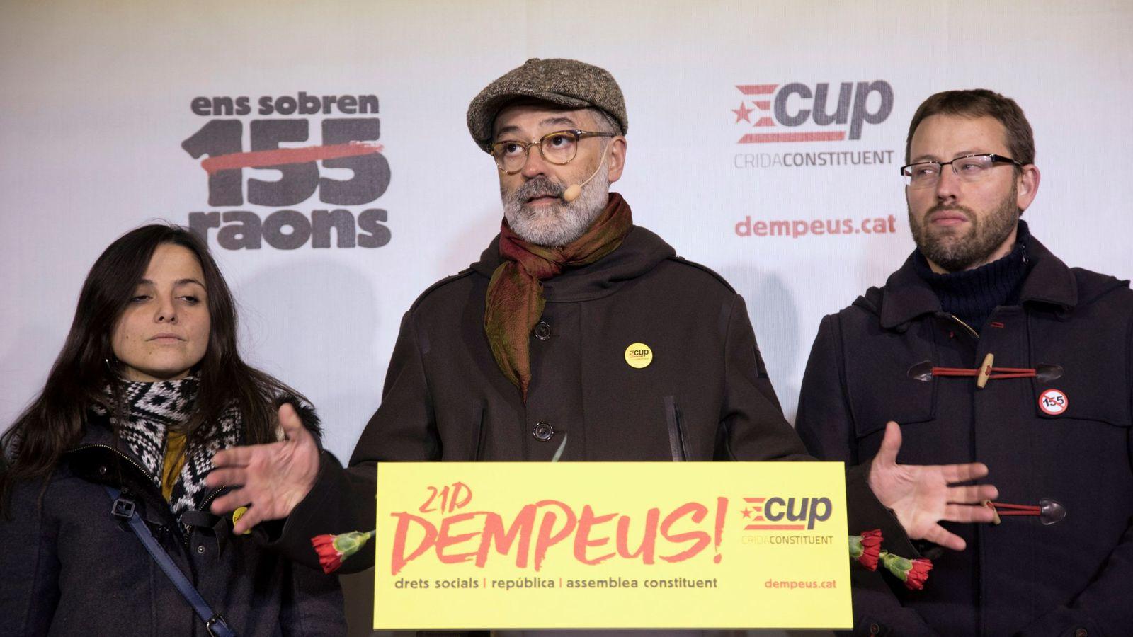 Foto: El cabeza de lista por la CUP, Carles Riera (c). (EFE)
