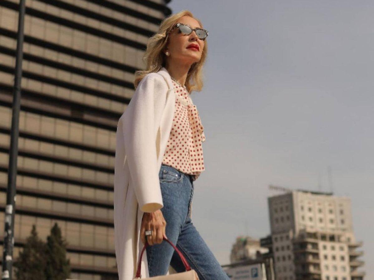 Foto: Carmen Lomana, estilosa como siempre, con un pantalón vaquero de HyM. (Instagram @carmen_lomana)