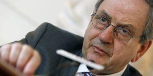 El Banco de España quiere que las cajas salgan a bolsa antes del 30 de septiembre
