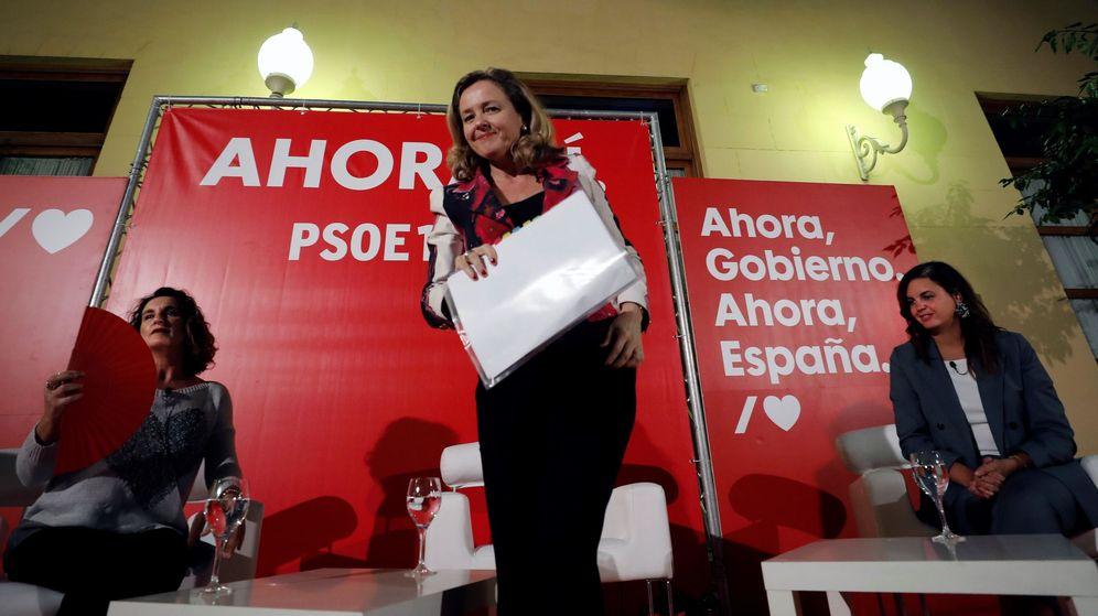 Foto: La ministra de Economía en funciones, Nadia Calviño, en un acto del partido en Valencia. (EFE)