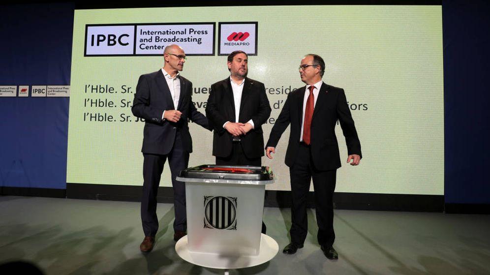 Foto: Presentación de la urna para el 1-O en una rueda de prensa en el International Press and Broadcasting Center. (EFE)
