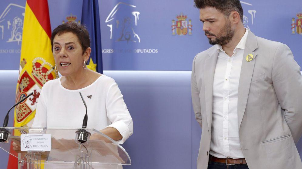 Foto: La diputada de EH Bildu, Mertxe Aizpurua, junto al portavoz de Esquerra Republicana de Catalunya (ERC), Gabriel Rufián (d). (EFE)
