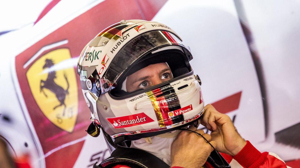 Foto: El piloto de Ferrari Sebastian Vettel preparándose para saltar a la pista.