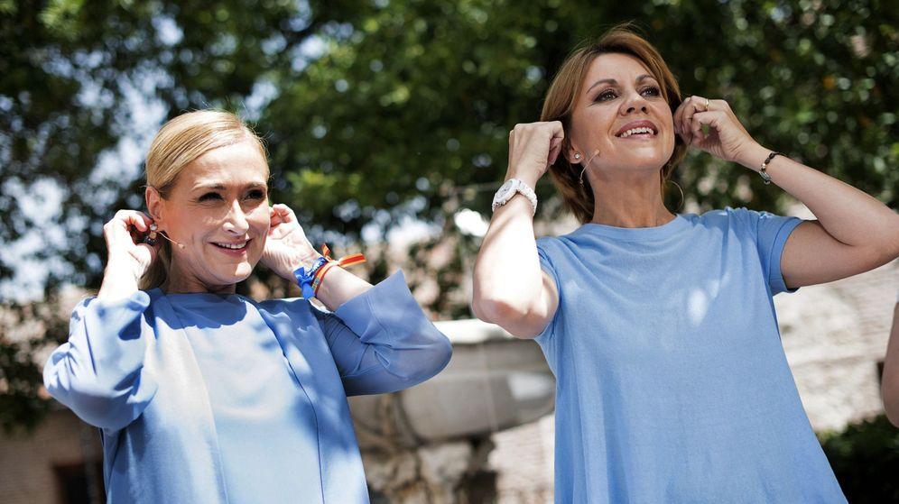 Foto: La secretaria general del Partido Popular y presidenta del partido en Castilla-La Mancha, María Dolores de Cospedal (d), y la presidenta del PP de Madrid, Cristina Cifuentes. (EFE)