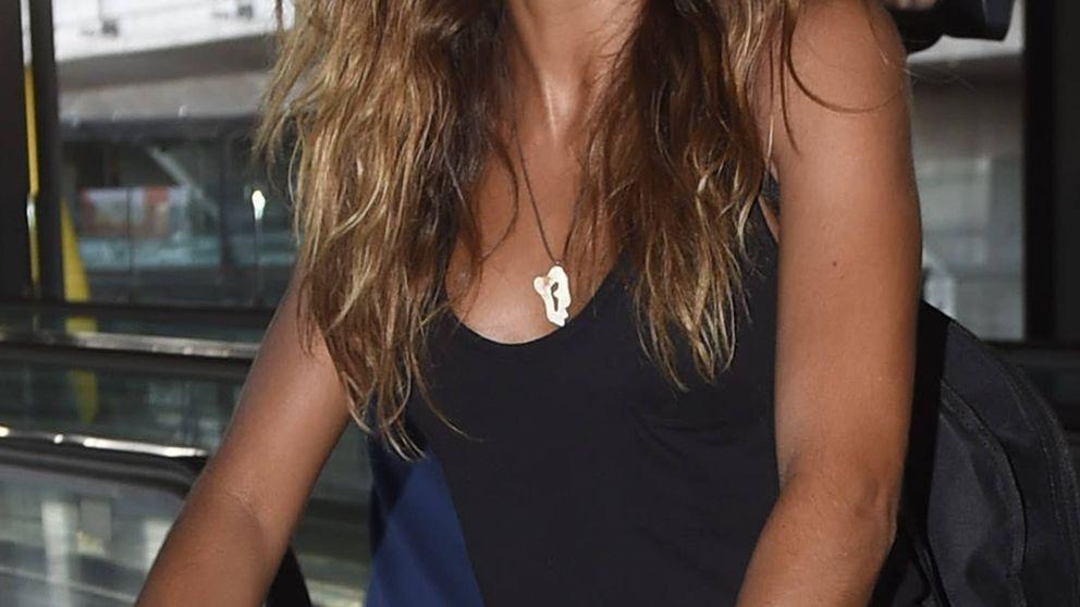 Bronceada y sonriente... así ha vuelto Lara Álvarez de la isla de 'Supervivientes'