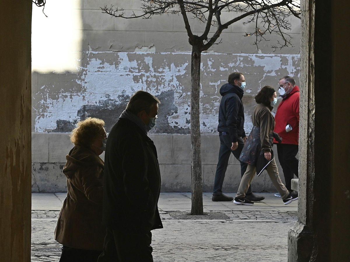 Foto: Más de 440.000 ciudadanos en Madrid quedarán 'confinados' desde este lunes (EFE)