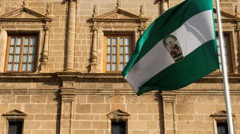 Amenazas, bochorno y un letrado: así acabó la guerra de banderas en Andalucía