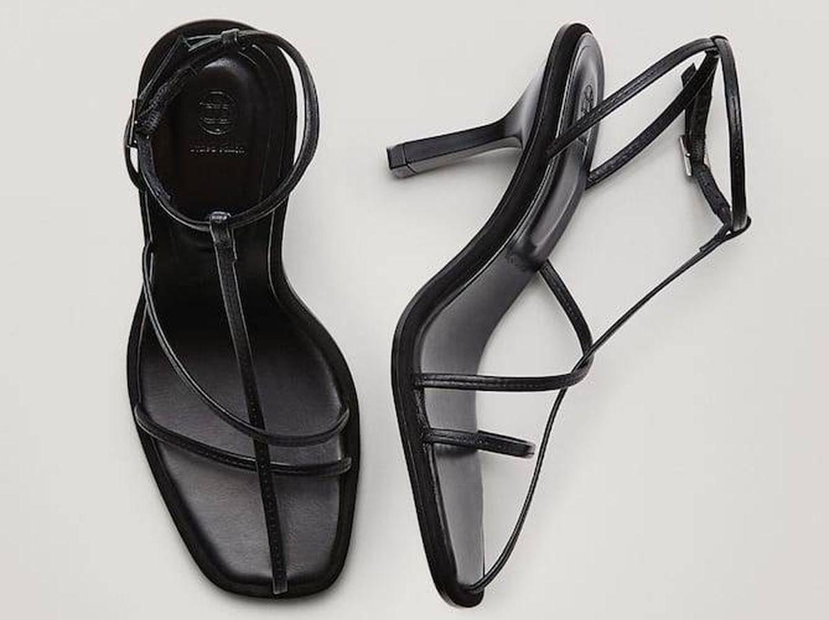 Foto: Sandalias negras de Massimo Dutti. (Cortesía)