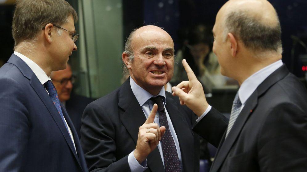 Foto: El ministro de Economía, Luis de Guindos (c). (EFE)