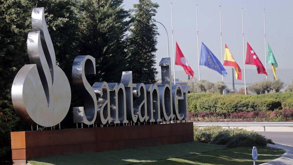 Foto: Entrada a la Ciudad Financiera del Santander en Boadilla. (EFE)