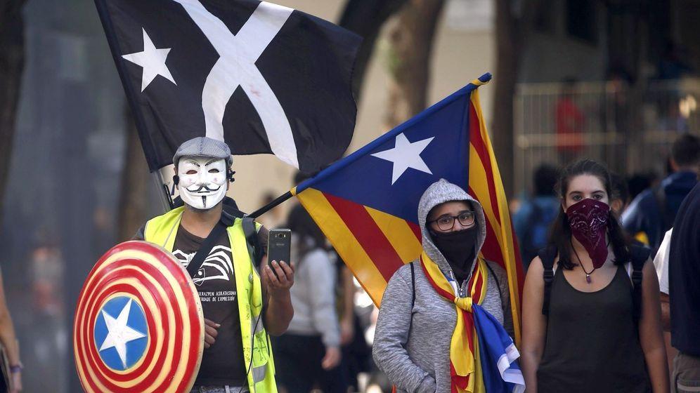 Foto: Un grupo de manifestantes, en Barcelona. (EFE)