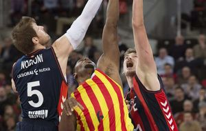 El Baskonia ya mira a la Copa tras tumbar a un flojo Barcelona