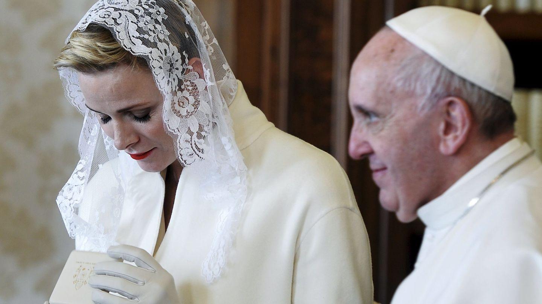 Charlène junto al Papa Francisco