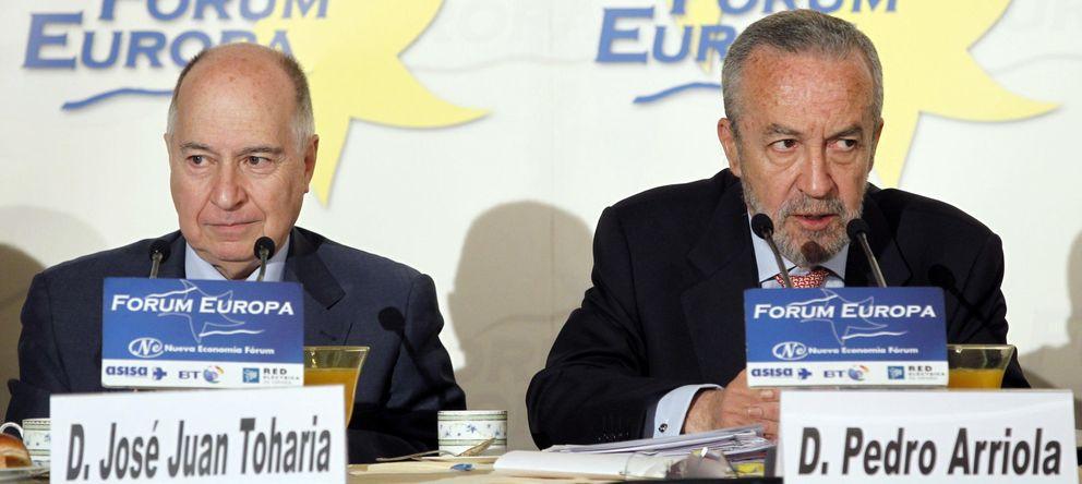 Foto: El presidente del Instituto de Estudios Sociales, Pedro Arriola, a la derecha (Efe)