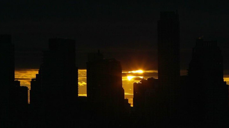 El sol se eleva sobre el skyline de Manhattan (Reuters)