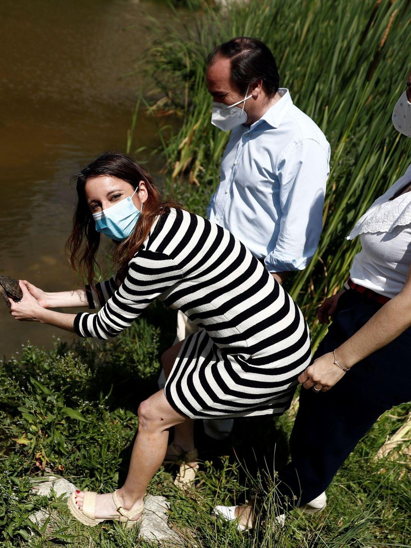 Andrea Levy, en el río Manzanares. (EFE)