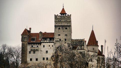 Airbnb ofrece dormir en el castillo de Drácula en Halloween... en un ataúd