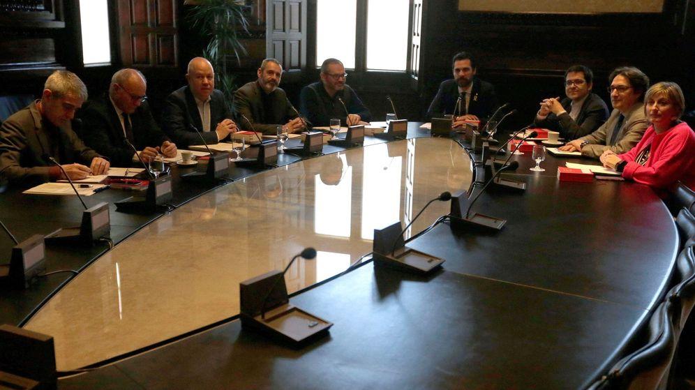 Foto: Roger Torrent preside la primera reunión de la Mesa de la cámara catalana de la XII legislatura. (Efe)