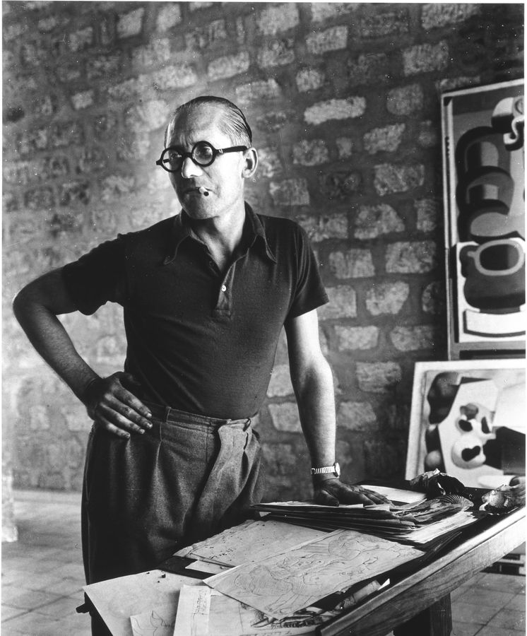 Foto: Le Corbusier en una fotografía de Rogi André, 1937 © Centre Pompidou, G. Meguerditchian.tif