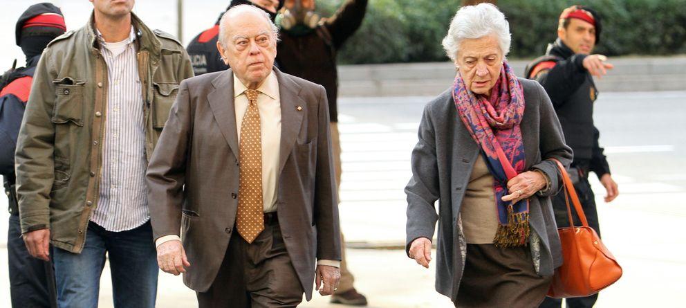 Foto: Jordi Pujol y Marta Ferrusola a su llegada a los Juzgados de Barcelona (Gtres)