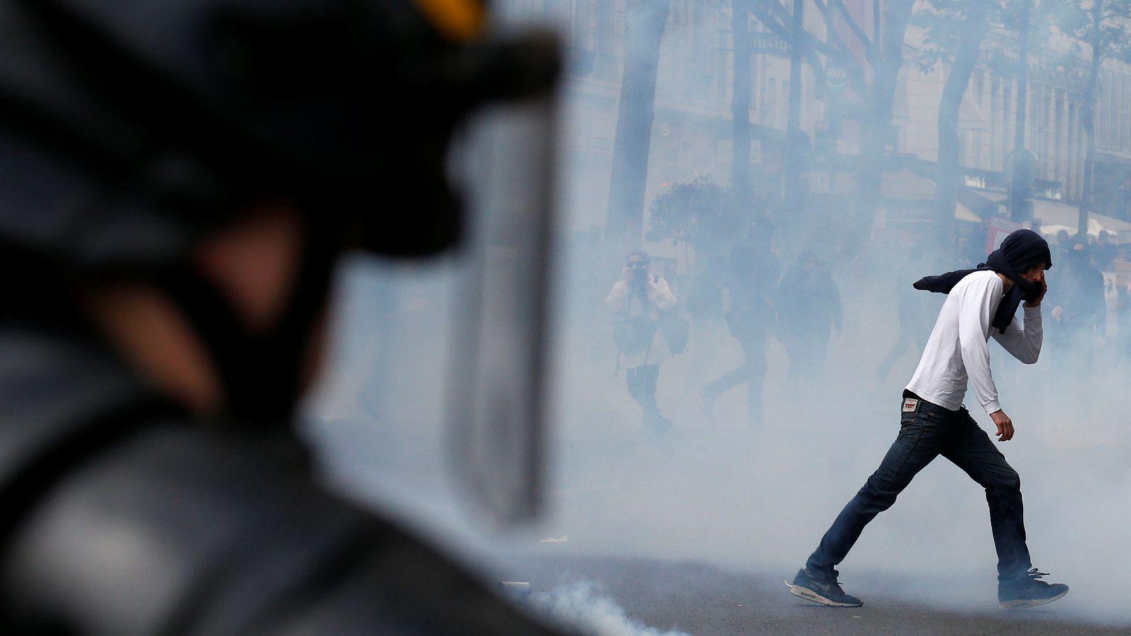 Foto: Disturbios en París durante la manifestación. (Reuters)