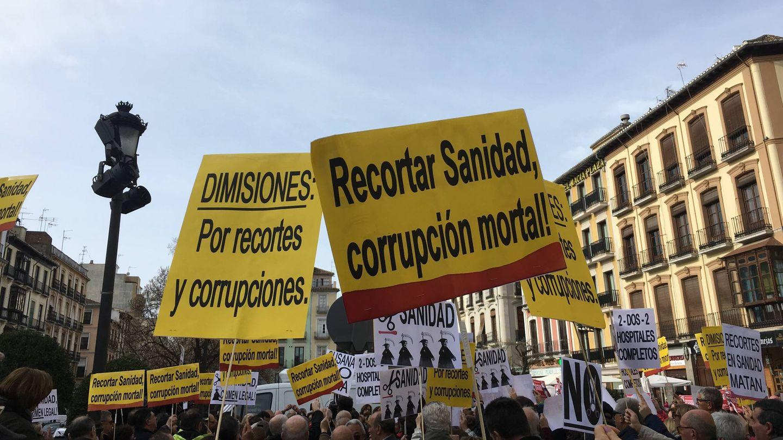 Manifestación contra los recortes sanitarios en Granada, en febrero de este año. (Agustín Rivera).