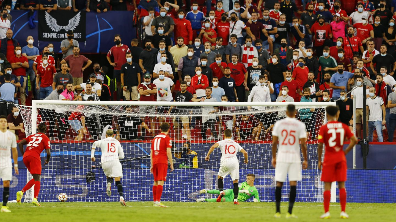 Ivan Rakitic engañó al guardameta visitante en el 1-1. (Reuters)