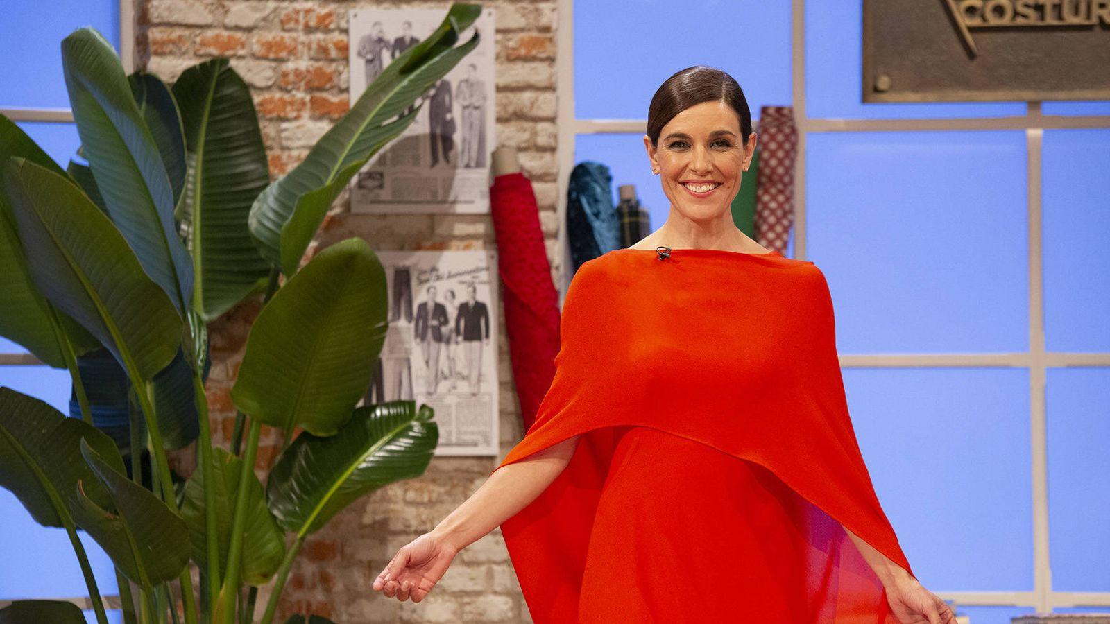 Foto: Raquel Sánchez Silva en 'Maestros de la costura 2'. (RTVE)