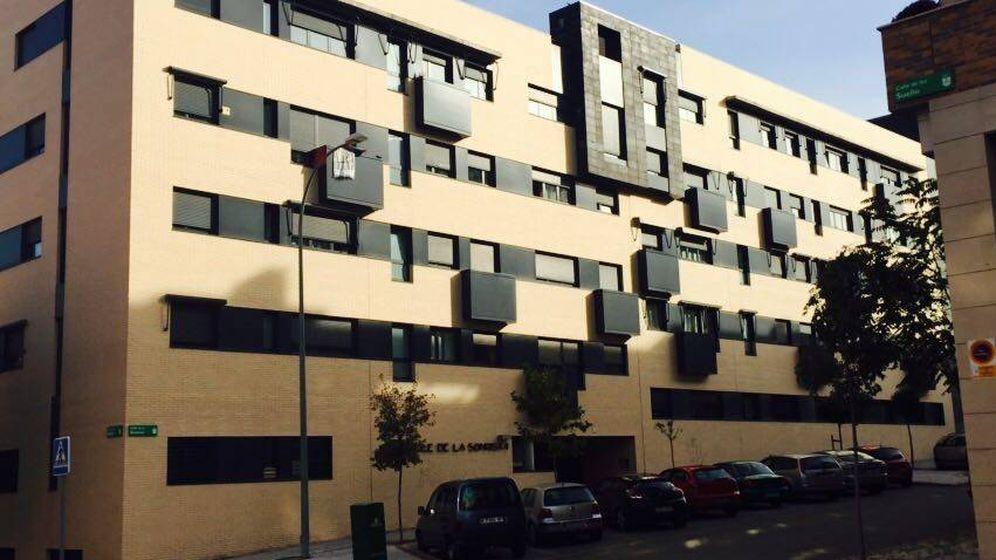 Foto: Exterior del edificio donde se encuentra el piso que vendió Ramón Espinar. (EC)