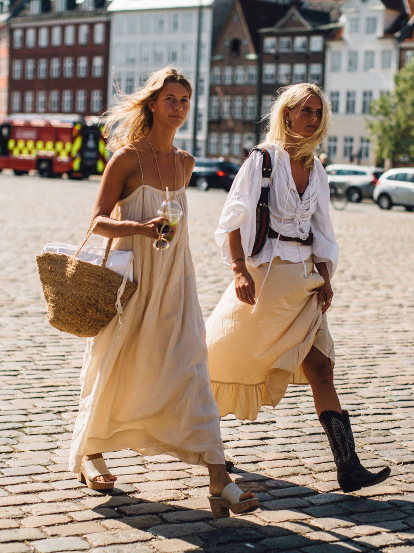 Una danesa con un capazo a modo de bolso urbano. (Imaxtree)