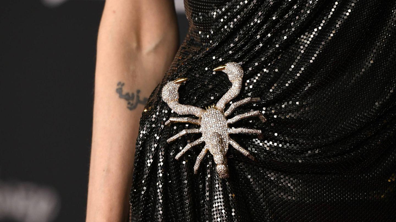 El tatuaje de 'determinación' de Angelina Jolie. (Getty)