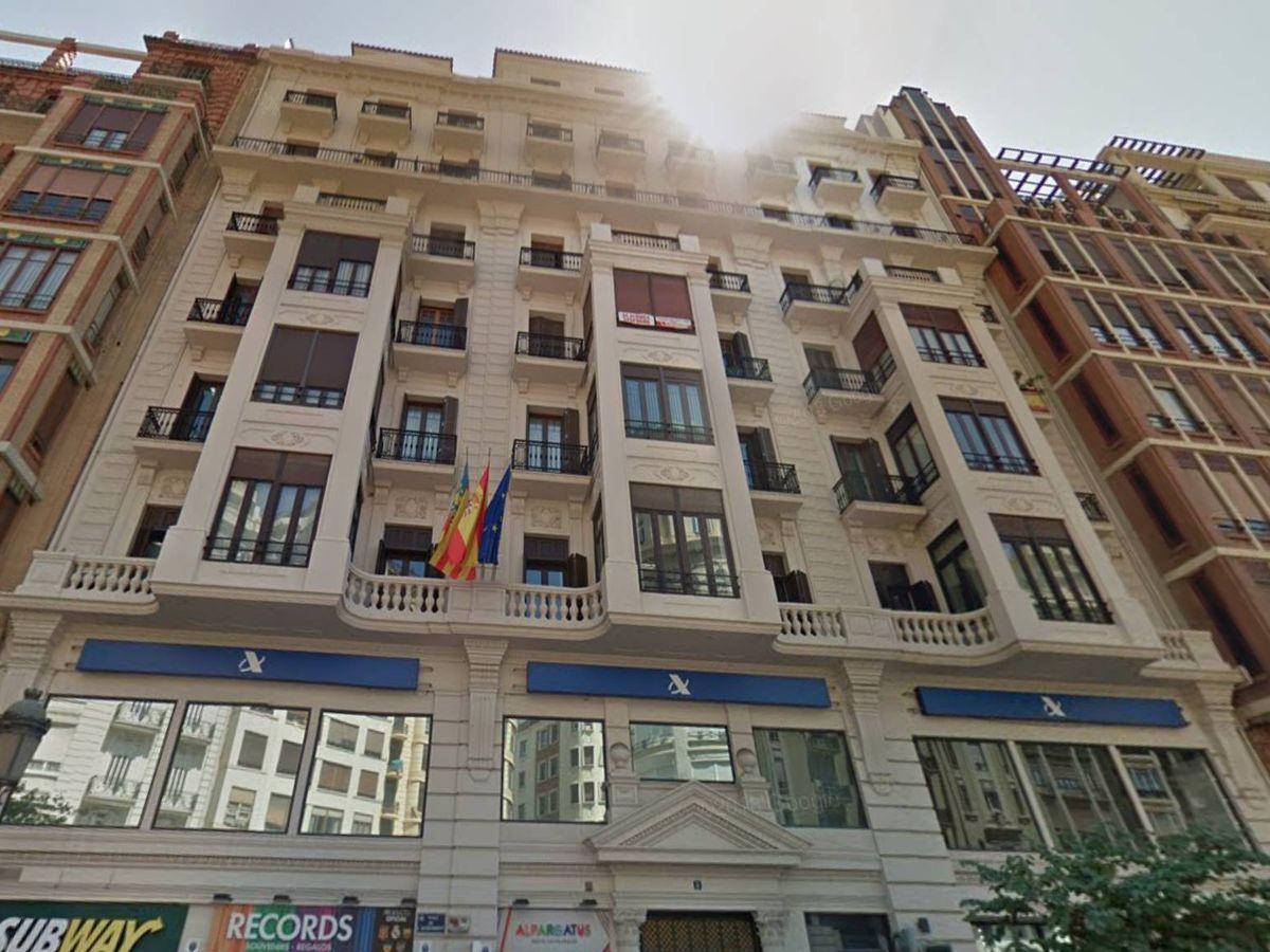 Foto: El edificio de la Plaza del Ayuntamiento de Valencia adquirido por Mazabi. (Google)