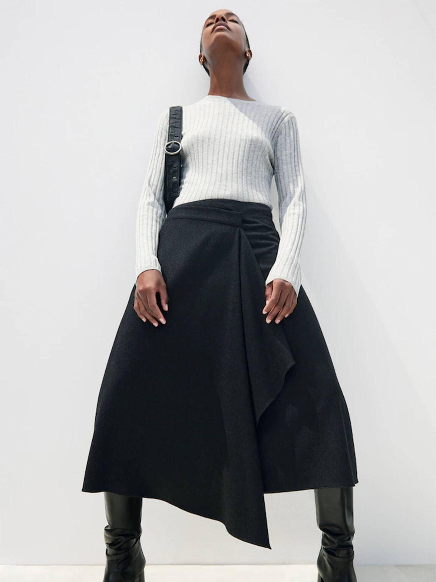 La falda midi perfecta para el invierno está en Massimo Dutti. (Cortesía)