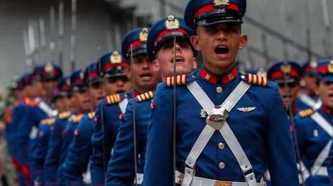 Militares rinden honores a Maduro
