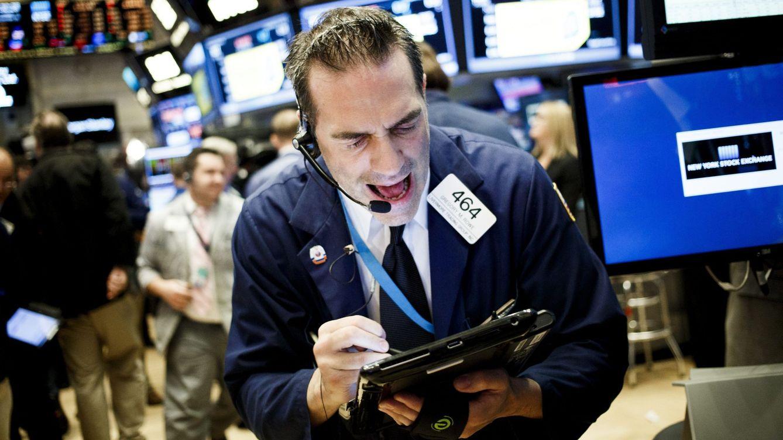 Foto: Un 'trader' negocia en el parqué neoyorquino el pasado 16 de septiembre. (Efe/Justin Lane)