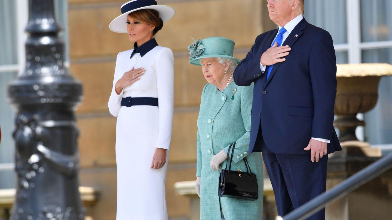 Melania Trump, una My Fair Lady ante la reina Isabel. (Reuters)