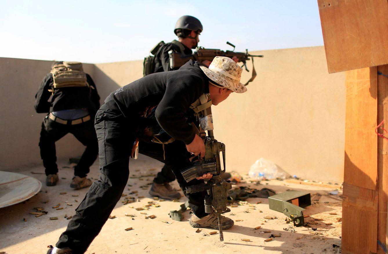 Foto: Fuerzas Especiales iraquíes durante combates contra el ISIS en el barrio de al-Zahraa de Mosul, Irak (Reuters).