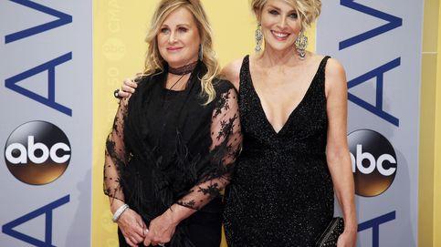 Sharon Stone revela que su hermana, enferma de lupus, tiene covid-19