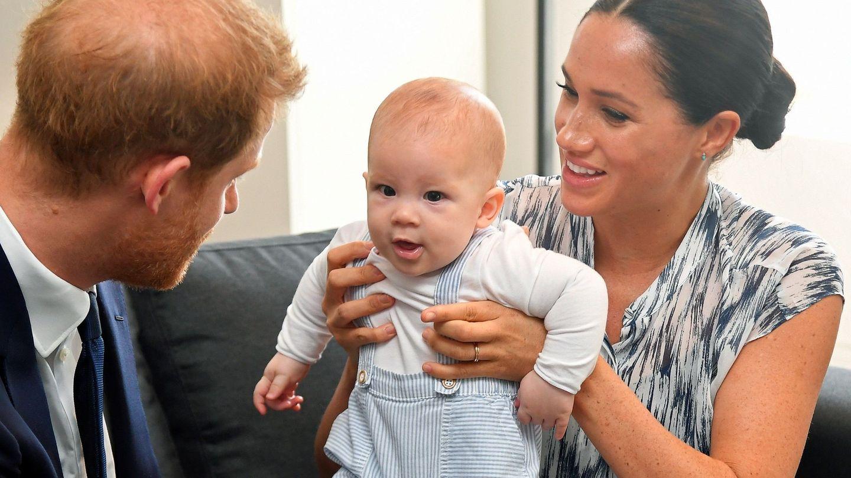 Los duques de Sussex con Archie. (EFE)
