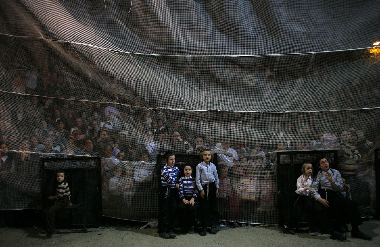 Niños judíos ultra-ortodoxos durante la festividad de Lag Ba-Omer, en el barrio de Mea Shearim, en Jerusalén (Reuters).