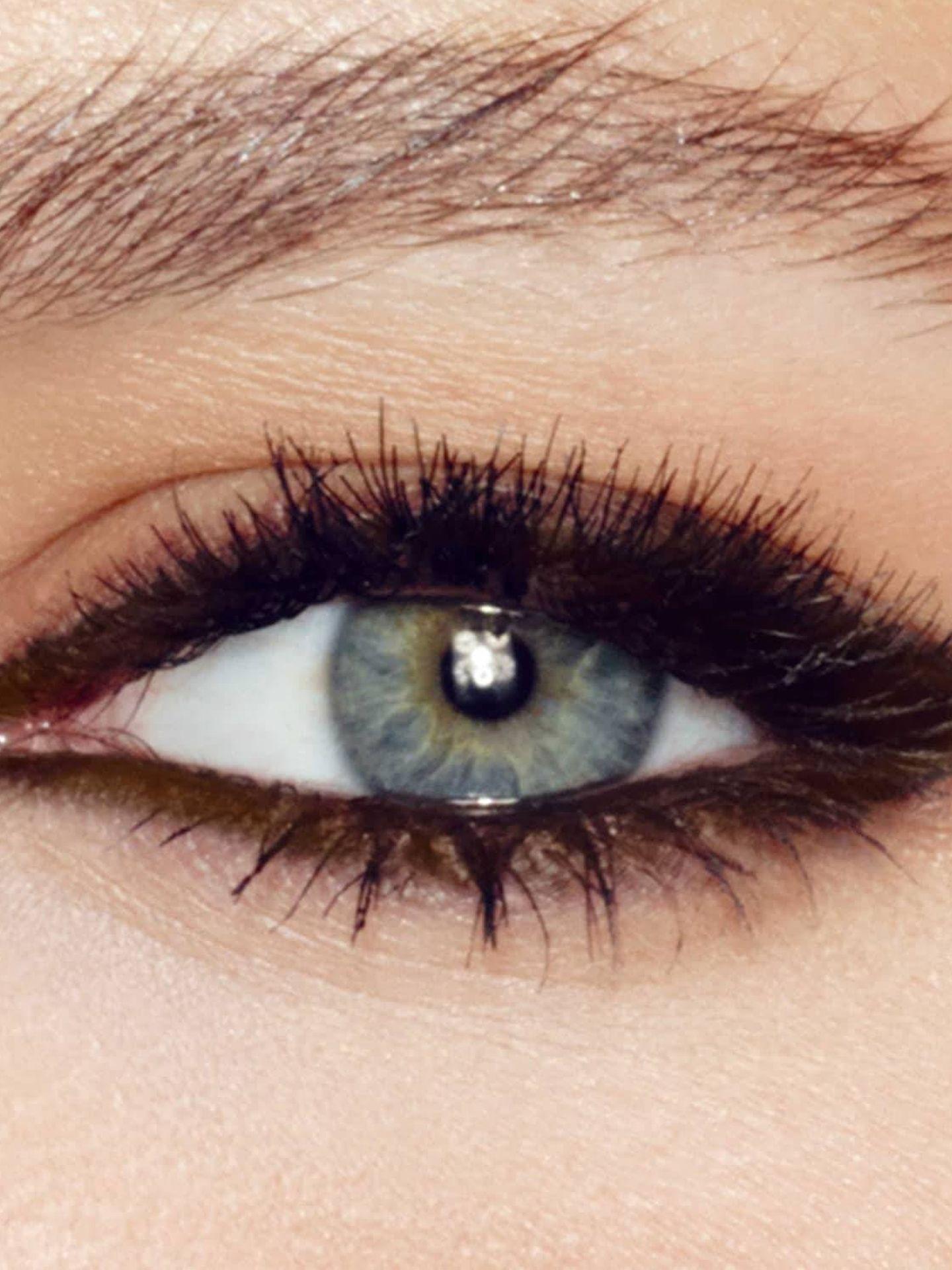 Delineado waterproof con lápiz de ojos de Charlotte Tilbury. (Cortesía)