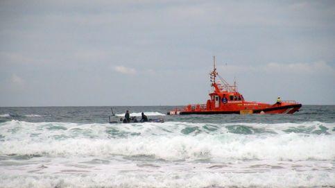 Hallan a los presuntos autores de la patera que volcó en Conil de la Frontera (Cádiz)