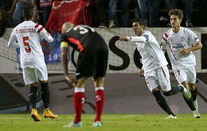 El Villarreal se da un tiro en el pie y el Sevilla se consolida como líder