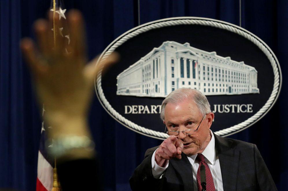 Foto: El fiscal general Jeff Sessions durante una comparecencia ante la prensa en Washington, el 2 de marzo de 2017 (Reuters).
