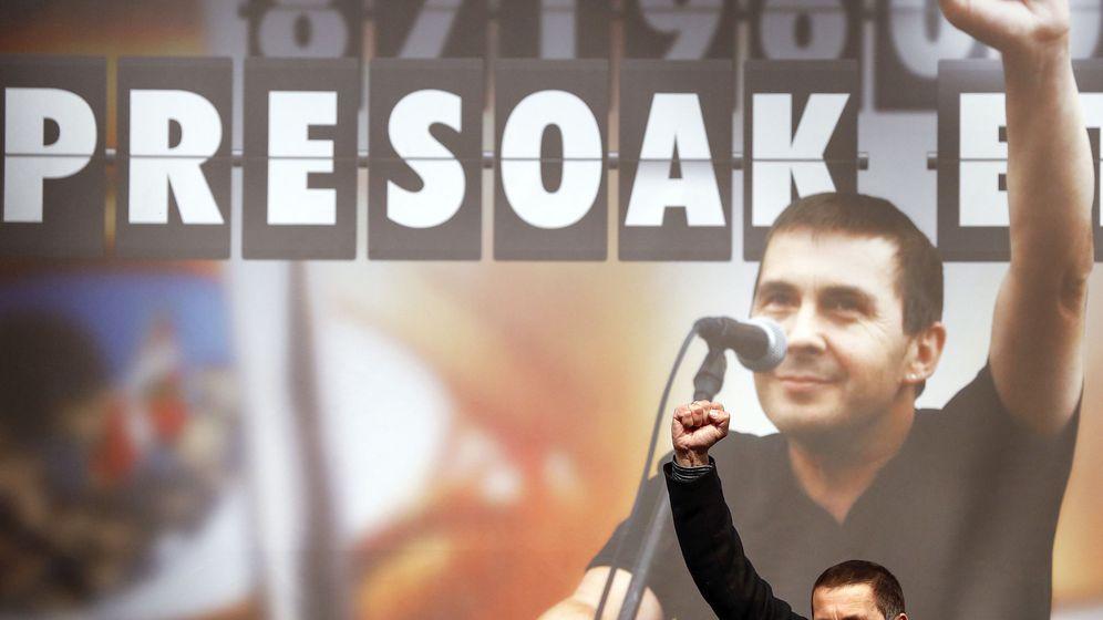 Foto: El dirigente de Sortu, Arnaldo Otegi durante la fiesta organizada en Elgoibar. (EFE)
