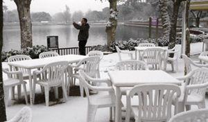 La nieve reaparece hoy en Madrid mientras otras 8 comunidades están en alerta por frío