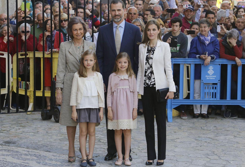 Foto: La Familia Real posando para los medios en la Catedral de Mallorca (Reuters)