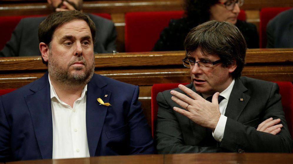 Foto: El expresidente catalán Carles Puigdemont y el exvicepresidente Oriol Junqueras en una imagen de archivo de 2017. (Reuters)